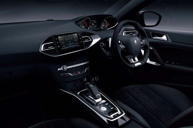 画像: ディーゼル、ガソリンともパドルシフト付きの新世代電子制御8速オートマチックEAT8を搭載。