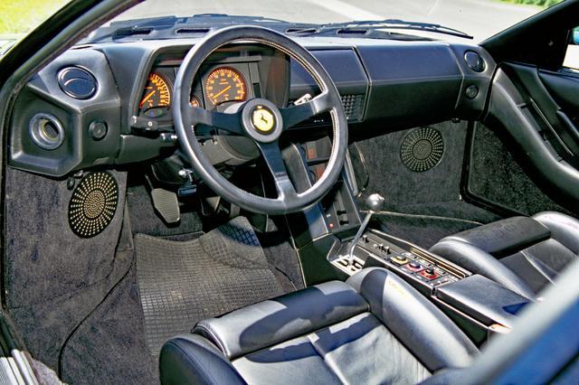画像: インテリアは、365/512よりかなりモダナイズし、これ以降のフェラーリ車に影響を与えていく。