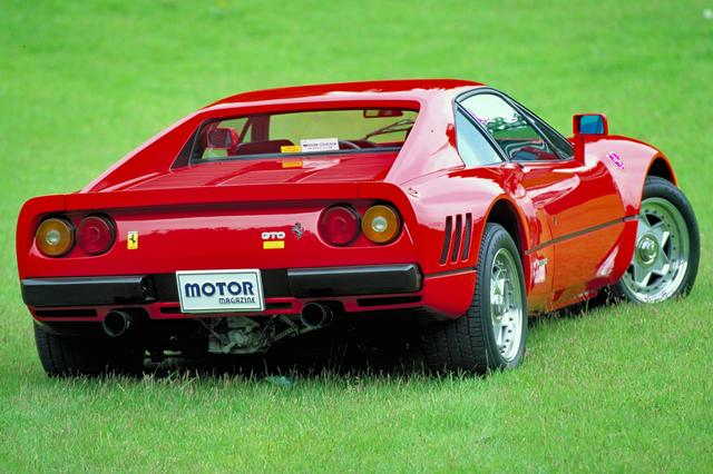 画像: ダックテールのリアエンドやリアフェンダーの3本ルーバーなど、かつての名車250GTOをインスパイア。