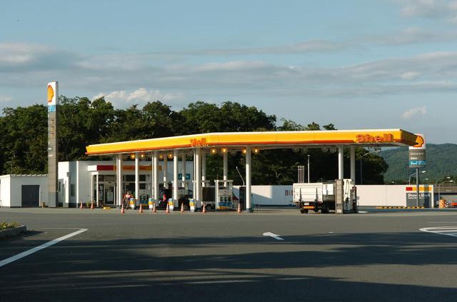 画像: ガソリンスタンドが併設されているのがサービスエリア、ないのがパーキングエリア…という認識は間違い。GSが併設されたPAだってあるのだ。ハイウェイオアシスも、SAだけでなくPAに併設された施設もある。