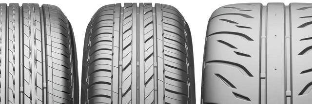 画像: 右からポテンザRE71R、エコピアEP100S、レグノGR-XT。同じブリヂストンのタイヤだが、特性の違いでこのようにトレッドパターンも大きく異なる。これは極端な例だが、4輪同じグリップバランスを取るために4輪とも同じ銘柄のタイヤを装着することをお奨めする。