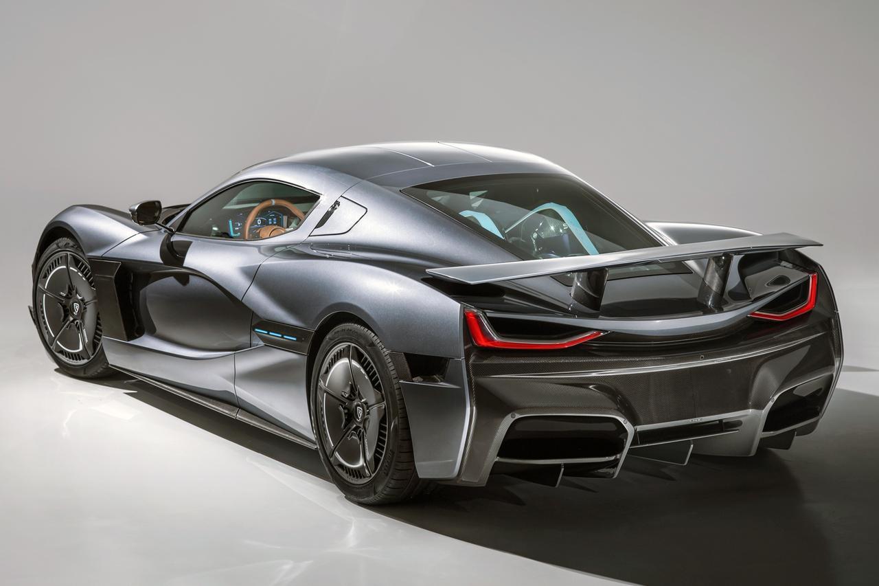 画像: 全長4750×全幅1986×全高1208mm、ホイールベース2745mm、車重は1950kgと公表されている。