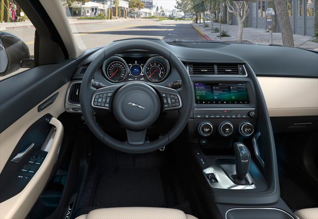 画像: 2019年モデルでは、AI学習機能を備え、ドライバーの好みに応じて温度設定やインフォテインメント、シート位置等を自動調整する「スマートセッティング」を標準装備。日本仕様は右ハンドル。