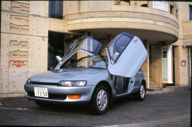 画像: ガルウイングドアを購入しやすいコンパクトカーに導入するという斬新なアイディアは、トヨタの狙いどおり市場でうけた。現在でもファンクラブが積極的に活動している。