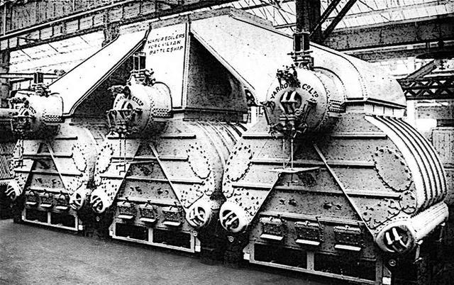 画像: 空母 加賀と同型のヤーロー式/国産化名・ロ号艦本式ボイラー。ここで発生させた蒸気でタービンを回す、蒸気タービンエンジン。ボイラー8缶:タービン4基で4軸推進。旧海軍の主力艦の大半は、このユニットの数が違うだけ。