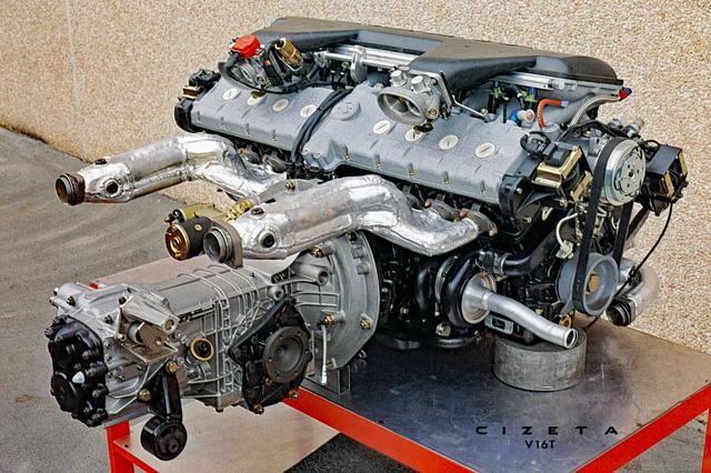 画像: エンジンとトランスミッションは写真のように配置されたことから、V16Tの車名が付いた。