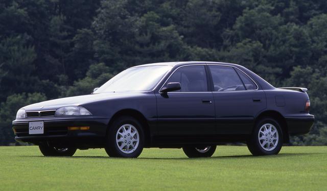 """画像: カムリは現在、10代目となる伝統あるモデルだがこれは4代目。FFミドルサルーンとして総合力は高く人気を呼んだ。V6搭載車は""""プロミネント""""というサブネームがついた。"""