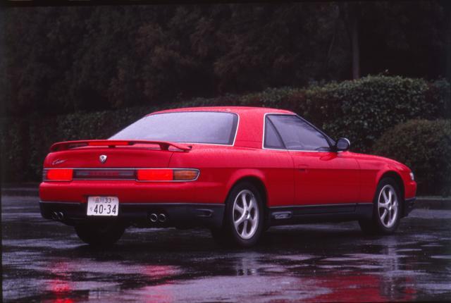 画像: バブルの申し子と言ってもいい豪華絢爛なスペシャリティカー。GPSナビを3ローターの20Bエンジン搭載したことも話題となった。このモデルもロードスターと同様、ユーノス店で販売された。