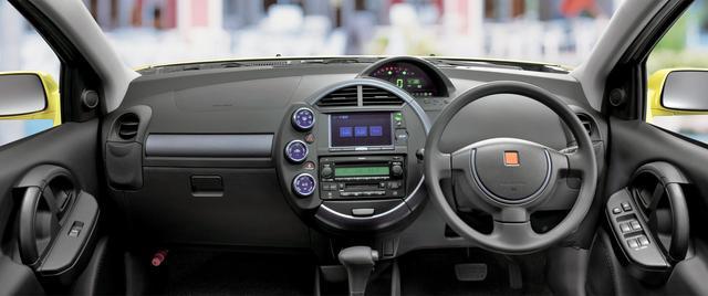 画像: メーターパネルやセンターダッシュなど丸型基調のインテリアデザインもユニーク。