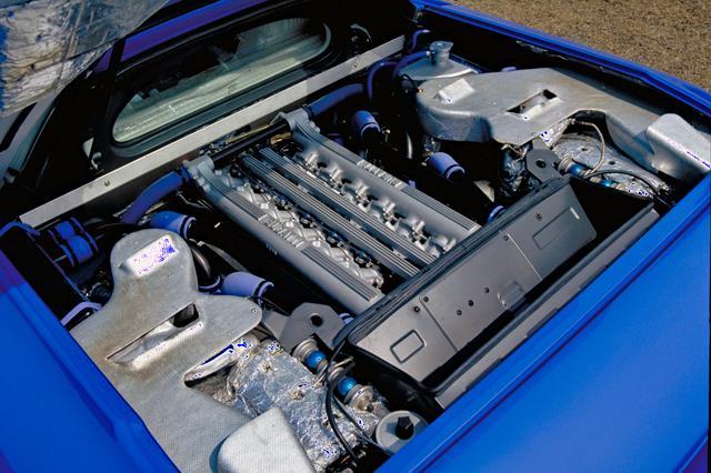 画像: 3.5Lの5バルブDOHCエンジンにターボを4基装着、フルタイムで4輪を駆動するという、当時のハイテクを結集していた。