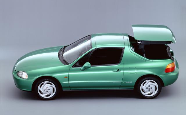 """画像: この3代目CR-Xには""""デルソル""""というサブネームがつき、スペシャリティムードを高めた。ルーフがトランクルームに電動で収納されるシステムも注目された。ベース車はスポーツシビック。"""