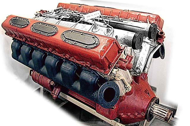 画像: T-34に搭載されるVー2エンジン。先進的で超合理的なアルミ製ディーゼルエンジンは、基本はそのままにパワーアップを繰り返した。