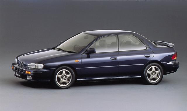 画像: 現在、SUBARUの屋台骨を支えていると言っていいインプレッサの初代モデルは平成4年のデビューだった。ボディはセダン、スポーツワゴン、クーペの3種類が設定されていた。