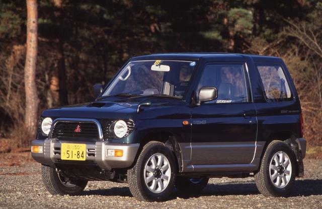 画像: 当時の三菱はパジェロ人気で業績好調だったが、その流れを軽自動車にもということで登場したのがパジェロミニ。エンジンは最高出力52psの自然吸気と64psのターボを用意した。