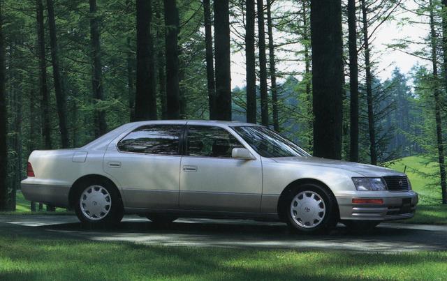 画像: 平成1年に登場したセルシオは平成6年にフルモデルチェンジされ2代目となった。スタイリングはキープコンセプトでサイズもほぼ同じ、しかし中身はグレードアップして高級車として磨きがかかった。