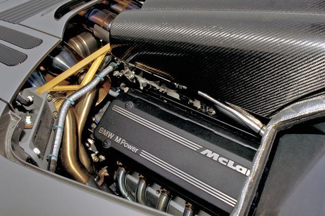 画像: BMW製6L V12のヘッドを4バルブDOHC化。ヘッド上のインテークチャンバーはCFRP製。