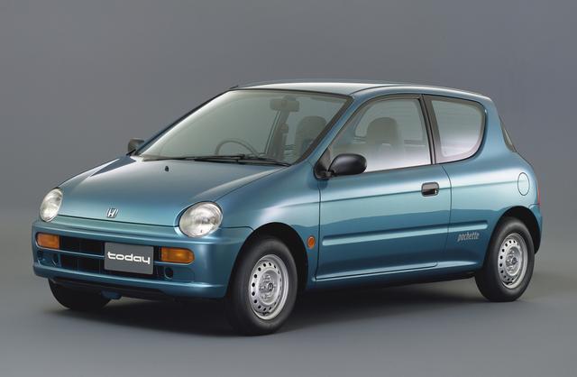 画像: 1月に2ドアがデビューし、遅れて5月に4ドアがラインナップに加わった。初代は商用車として登場したが、この2代目は乗用車となった。フロントマスクに初代前期型イメージを残すデザインが好評だった。