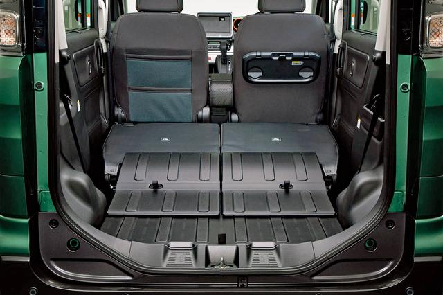画像: 上下2段のメッシュ式助手席シートバックや防汚タイプのラゲッジフロアを採用。