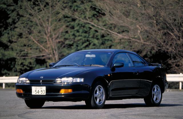 画像: 同時代のセリカはハッチバッククーペだったが、そのノッチバッククーペ版がカレンだ。メカニズムはセリカと共通だがFFのみの設定だった。人気車とはなれず、この一代のみで販売終了となっている。