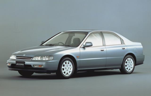 画像: この時代、2Lクラスのセダンは3ナンバーサイズとなって行ったが、この5代目アコードも例外ではない。平成6年にはアメリカ産のワゴンもフルモデルチェンジされて日本へ導入された。
