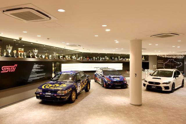 画像: STIギャラリーにはレース車両だけでなく、トロフィーなども展示される。