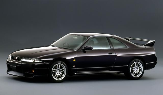 画像: R33型スカイラインが発表されたのは平成5年だが、GT-Rの登場は平成7年となった。BNR32型GT-Rよりボディも大型化され車重も増したためか、デビュー当初よりVスペックが設定された。