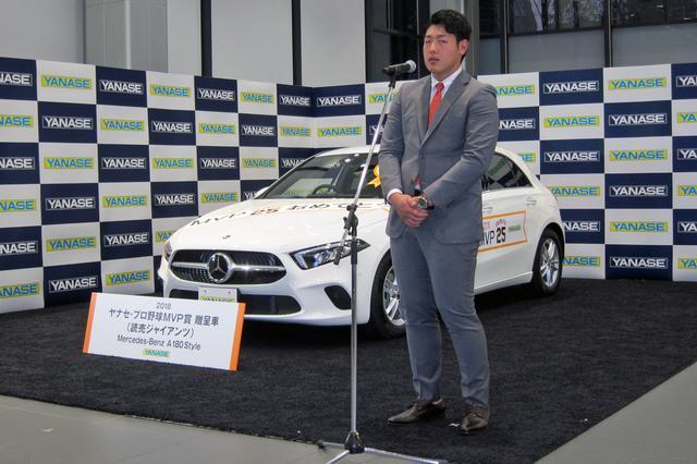 画像: 受賞の喜びを語る岡本和真選手。