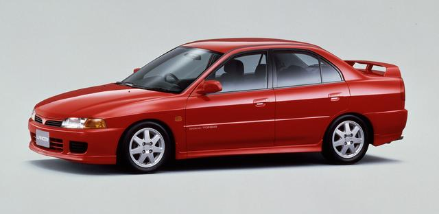 画像: 5代目とるランサーはミラージュセダンと兄弟車となった。5ナンバーサイズのオーソドックスなセダンだが、GSRというスポーツモデル、さらにエボリューションⅣも設定された。