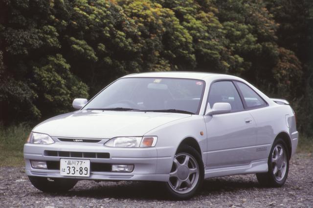 """画像: レビンとしては7代目になるAE111型が登場した。ファンからは""""ピンゾロ(1のぞろめの意味)""""の愛称で呼ばれた。搭載エンジンは最高出力165psの4A-GE型をはじめとする3種類を用意していた。"""