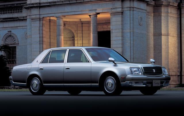 画像: 初代センチュリーのデビューは昭和42年だったが、この2代目は30年後の平成9年に登場した。搭載エンジンは5L V12DOHCの1GZ-FE型、最高出力は280psを発揮した。そして、この2代目が3代目に切り替わったのは昨年、平成30年のことだった。