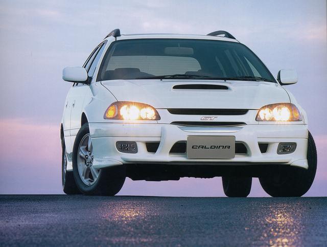 画像: 5ナンバーサイズのステーションワゴンとしてレガシィと並び人気を集めたのがカルディナで、平成9年に2代目がデビューしている。スポーツグレードとしてGT(3S-GE型エンジン)やGT-T(3S-GTE型エンジン)をラインナップして、シリーズ全体のイメージを高めた。