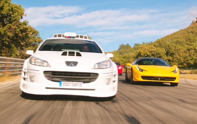 画像3: 警官とタクシー運転手のコンビが強盗団を追う!