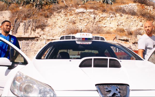 画像5: 警官とタクシー運転手のコンビが強盗団を追う!
