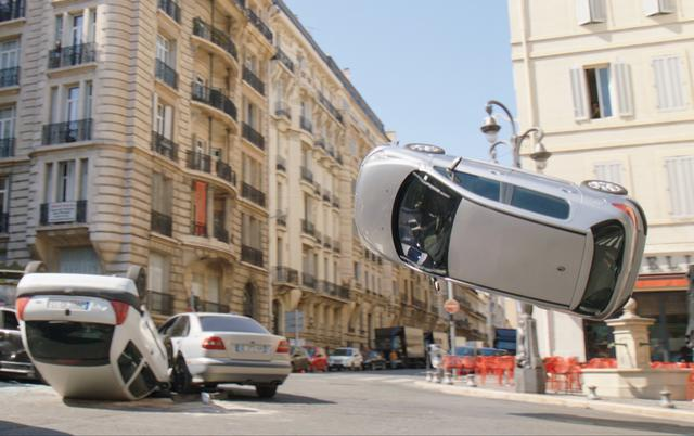 画像1: 警官とタクシー運転手のコンビが強盗団を追う!