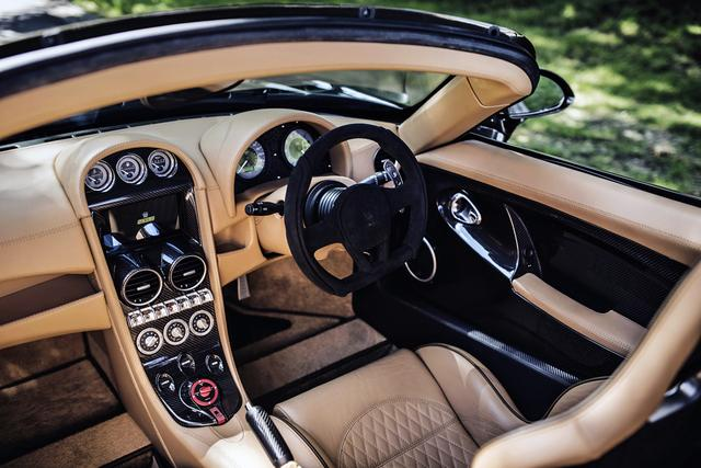 画像: スピードスターのインパネ。クーペも基本デザインは変わらない。イギリス車だから、右ハンドルが基本。