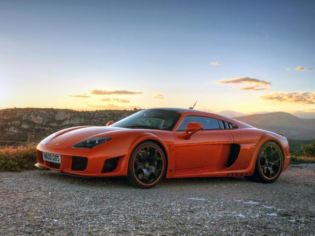 画像: 全長は4.4mを切る、スーパーカーとしては比較的コンパクトなスタイル。