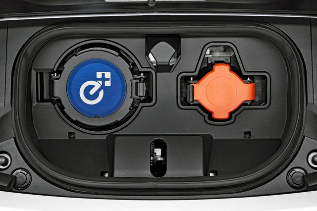 画像: 給電ポートには「e+」のロゴが配された。
