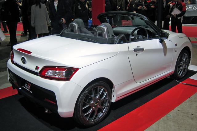 画像: トヨタ GAZOOレーシングのブースにはホワイトボディが展示されていた。ホイールはBBS製を装着している。