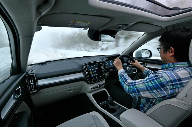 画像: 雪道でのゼロ発進、ドライバーはしっかりハンドルを握ってアクセルペダルを踏み込むだけ。安定感抜群!