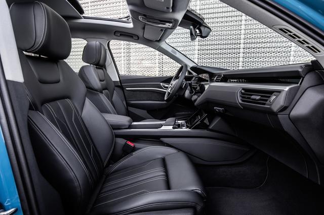 画像: シートベンチレーションやマッサージ機能がオプションで用意されるフロントシート。