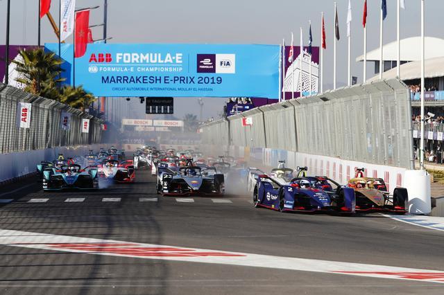 画像: レースはサム・バード(エンビジョン・ヴァージン・レーシング)とジャン-エリック・ベルニュ(DSテチーター)の接触から始まった。