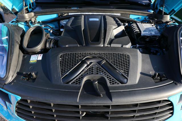 画像: センターターボレイアウトを採用する新開発の3L V6ターボエンジンはOPF付きで354ps/480Nmを発生。