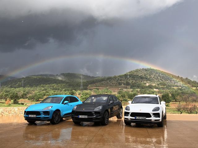 画像: 試乗中は突然の土砂降りに遭遇してマカンの悪路走破性能が確認できた。土砂降りのあとはご覧のような虹も!