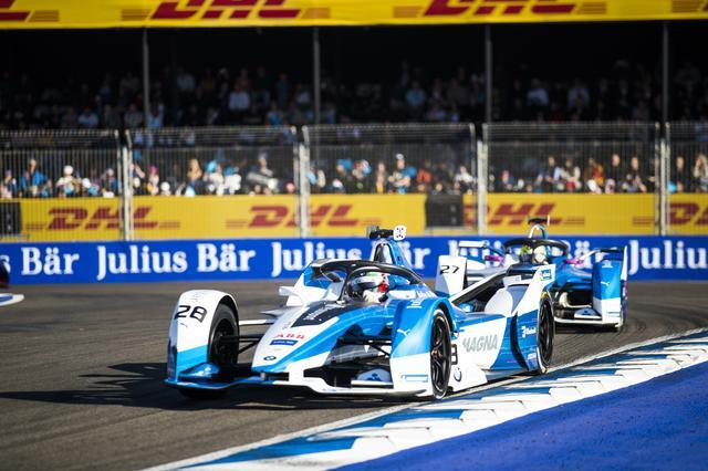 画像: 優勝こそ逃したものの、BMW i アンドレッティの2台の速さは際立っていた。トップ2台のまさかのアクシデントだった。