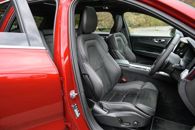 画像: 表皮にヌバック/ファインナッパレザーコンビネーションを使用したRデザイン専用スポーツシート。