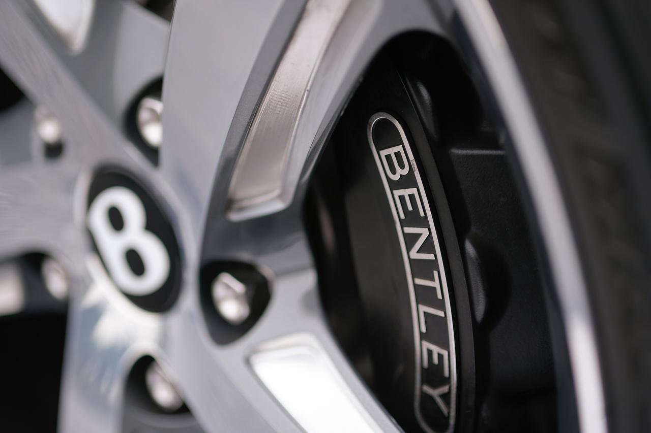 Images : 19番目の画像 - 「ベントレー ミュルザンヌの真実は一般的な高級車の価値観では語れない【スーパーカーファイル】」のアルバム - LAWRENCE - Motorcycle x Cars + α = Your Life.