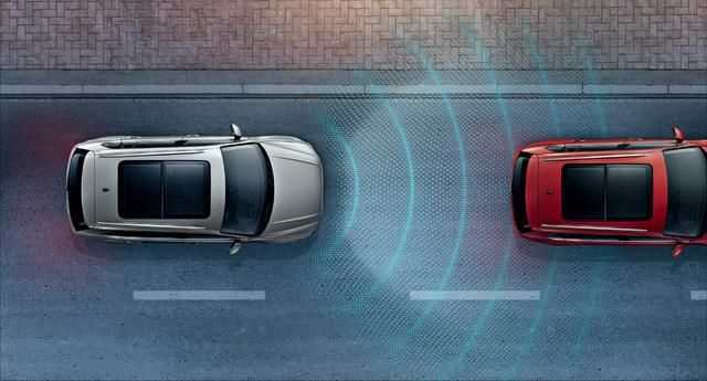 """画像: 渋滞時支援システム""""Traffic Assist"""" もComfortlineに標準装備されることになった。"""