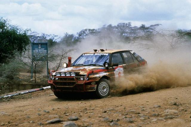 画像: 1988年のWRCサファリラリーでのひとコマ。ランチア デルタにルーフスポイラーは装着されていない。