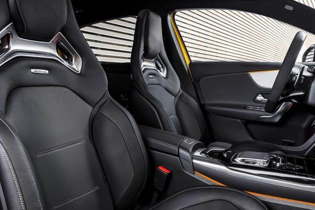 画像: アグレッシブなデザインと確実なサポート性を兼ね備えたスポーツシート。