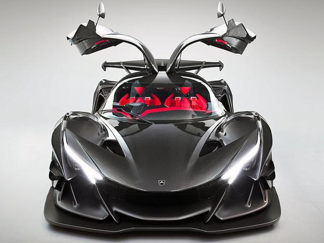 画像: スーパーカーお約束のガルウイングドアも採用している。